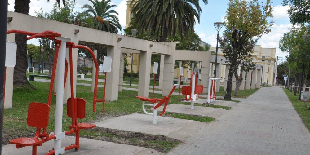 http://turismochajari.gob.ar/wp-content/uploads/2016/07/gimnasio-plaza-libertad.jpg